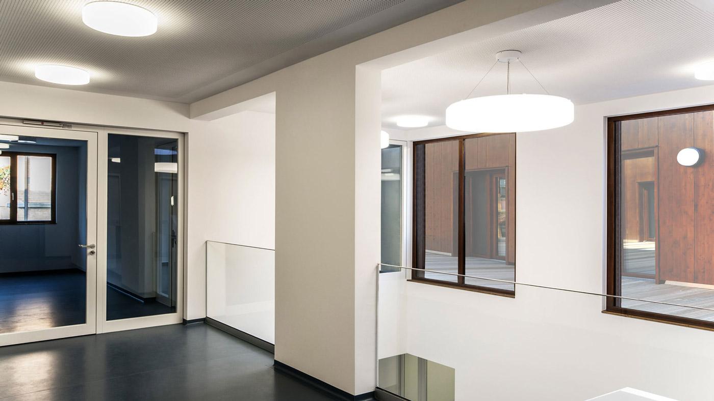 Kinderhaus Ebersbach oberer Flur mit Glasfassade