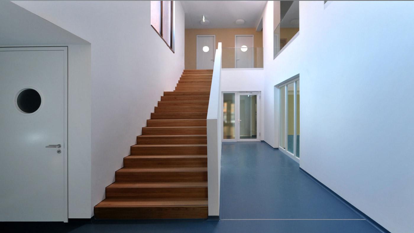 Treppenaufgang im Kinderhaus Ebersbach
